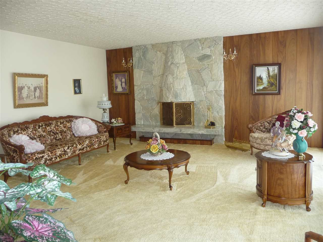 Photo 3: Photos: 7124 COLLISTER Drive in Burnaby: Government Road House for sale (Burnaby North)  : MLS®# R2048311