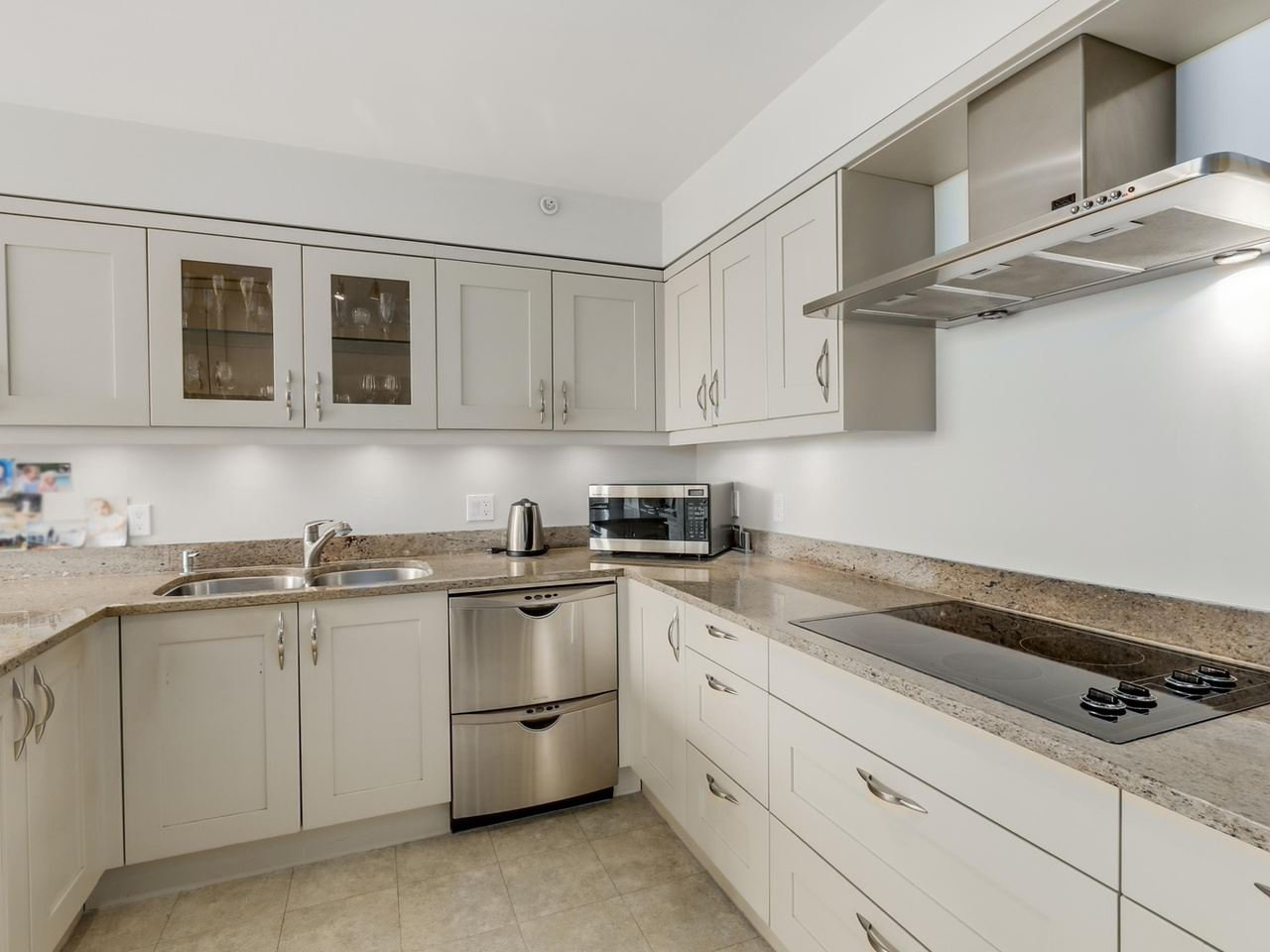"""Photo 8: Photos: PH1 2108 W 38TH Avenue in Vancouver: Kerrisdale Condo for sale in """"THE WILSHIRE"""" (Vancouver West)  : MLS®# R2072443"""