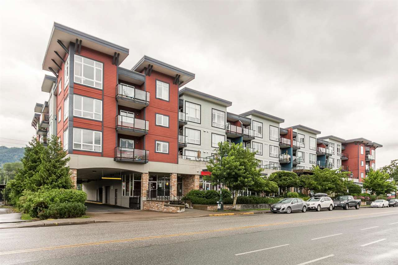 """Main Photo: 220 40437 TANTALUS Road in Squamish: Garibaldi Estates Condo for sale in """"Spectacle"""" : MLS®# R2090059"""