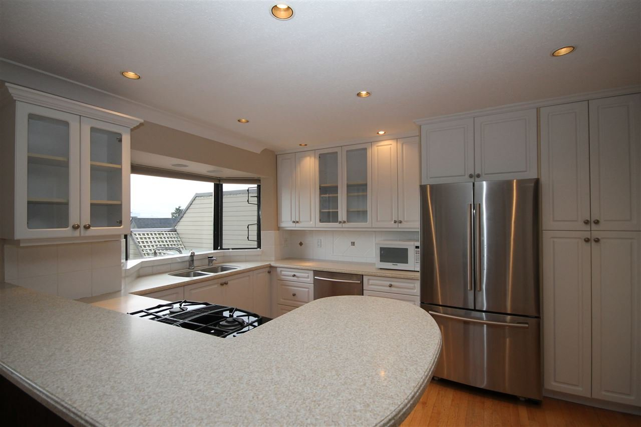 "Photo 5: Photos: 401 1437 MARTIN Street: White Rock Condo for sale in ""The Heatherstone"" (South Surrey White Rock)  : MLS®# R2125960"