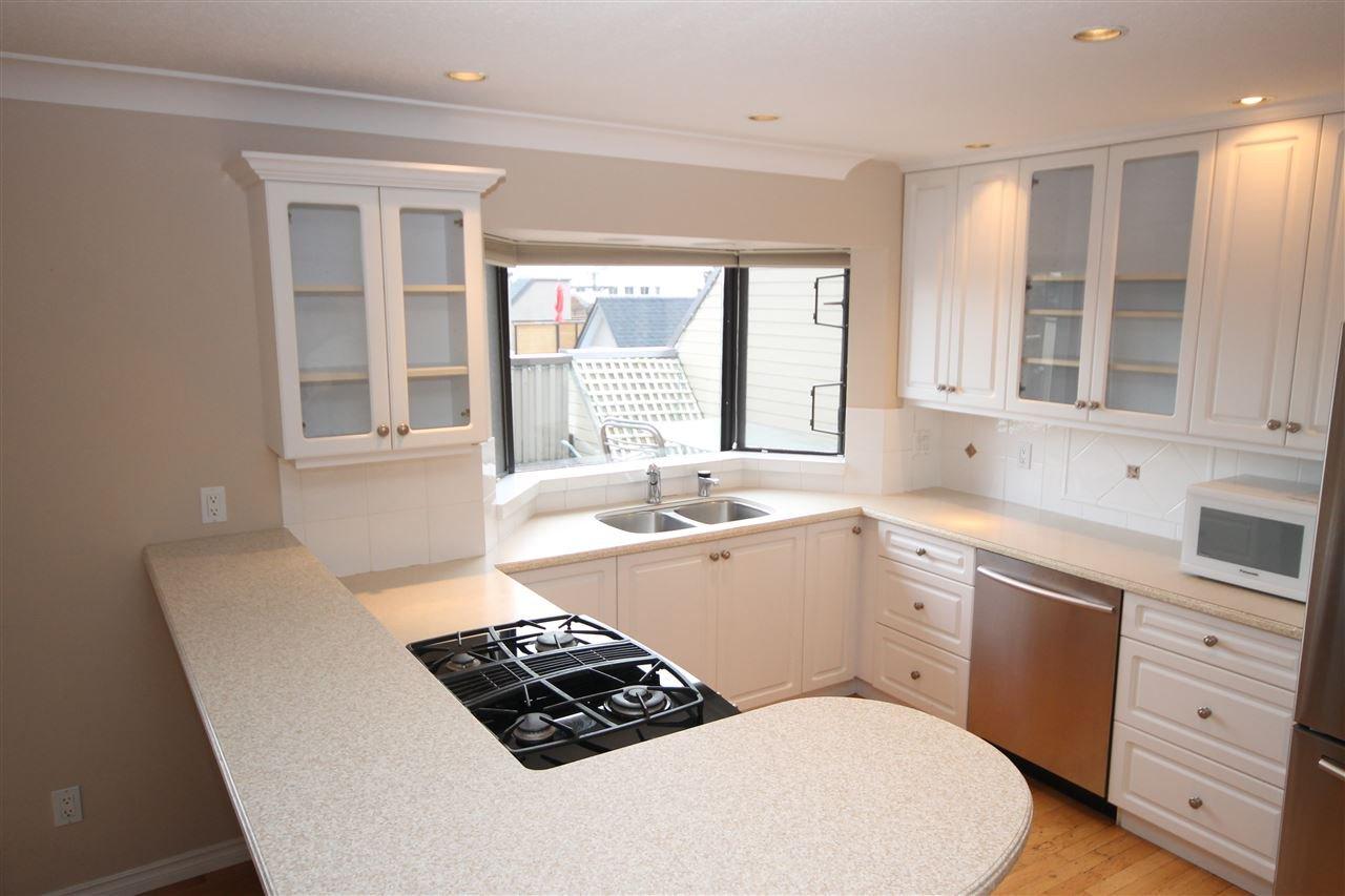 "Photo 4: Photos: 401 1437 MARTIN Street: White Rock Condo for sale in ""The Heatherstone"" (South Surrey White Rock)  : MLS®# R2125960"