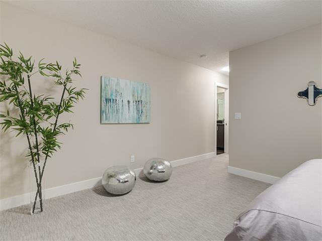 Photo 24: Photos: 30 EVANSVIEW Court NW in Calgary: Evanston House for sale : MLS®# C4105469