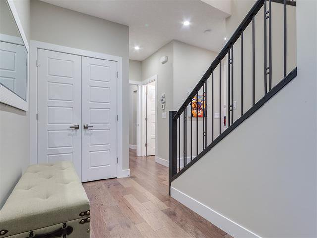 Photo 4: Photos: 30 EVANSVIEW Court NW in Calgary: Evanston House for sale : MLS®# C4105469