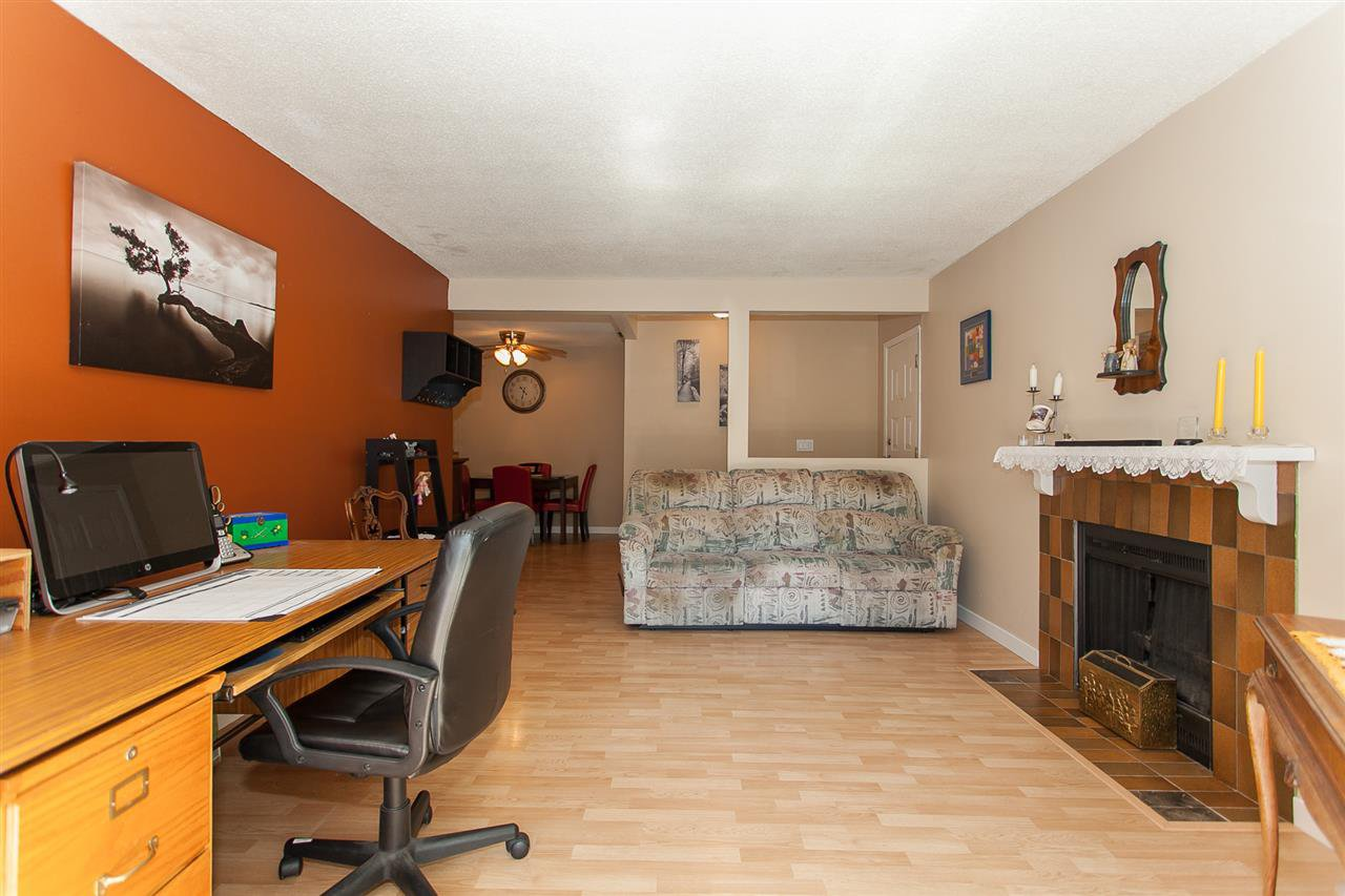 "Photo 5: Photos: 812 34909 OLD YALE Road in Abbotsford: Abbotsford East Townhouse for sale in ""The Gardens"" : MLS®# R2189327"