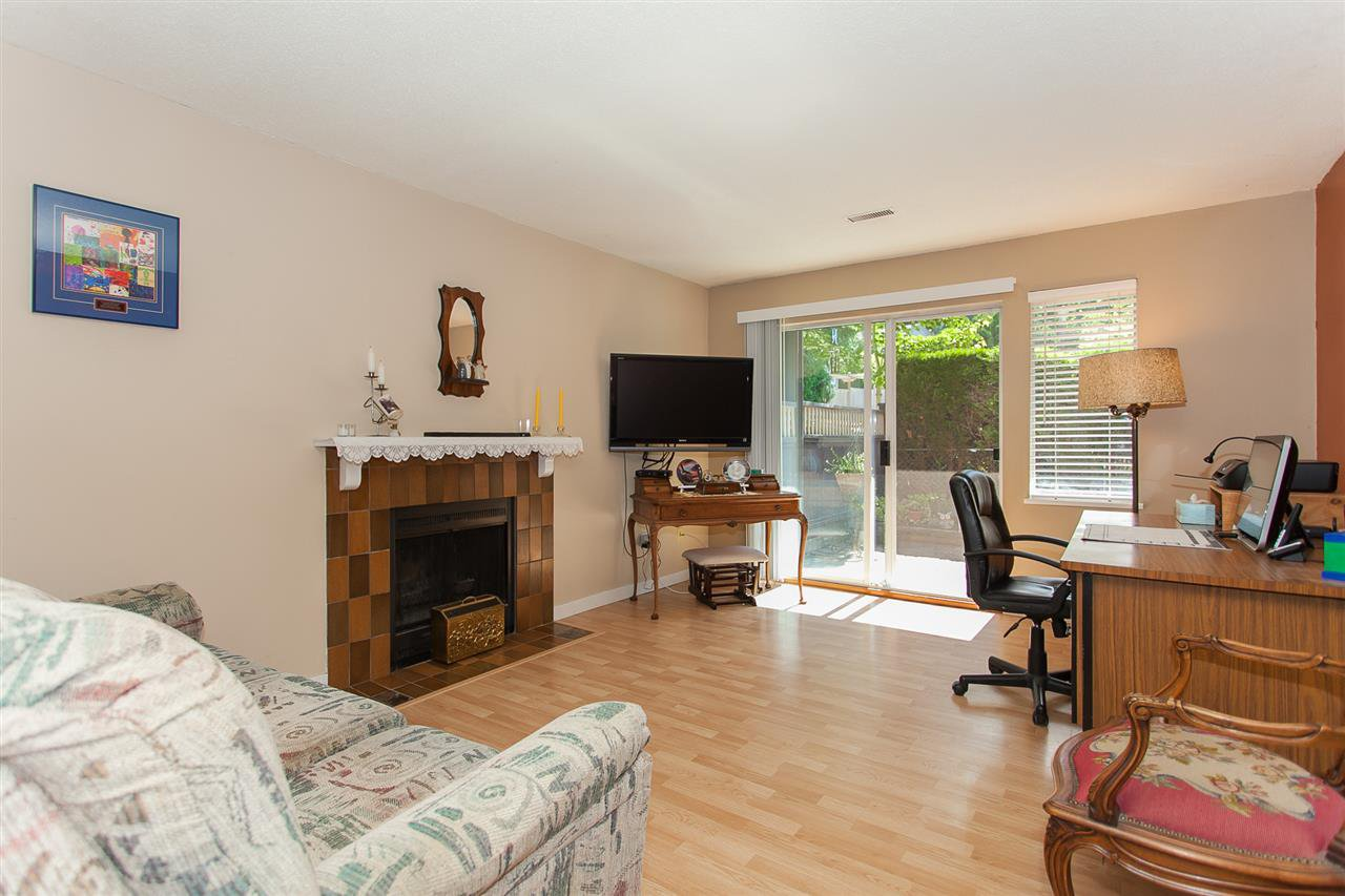 "Photo 3: Photos: 812 34909 OLD YALE Road in Abbotsford: Abbotsford East Townhouse for sale in ""The Gardens"" : MLS®# R2189327"