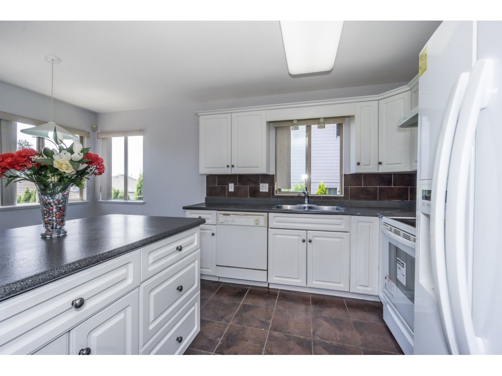 Photo 10: Photos: 3339 Siskin Dr - Upper in Abbotsford: House for rent