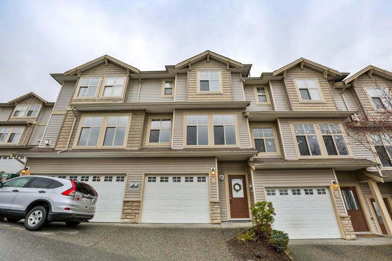 Photo 2: Photos: 20 46858 RUSSELL Road in Sardis: Promontory Townhouse for sale : MLS®# R2261409