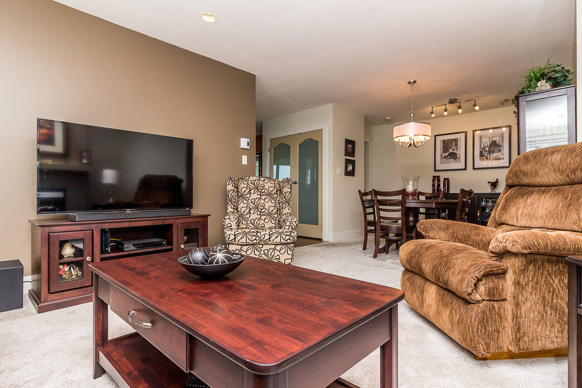 """Photo 5: Photos: 412 22022 49 Avenue in Langley: Murrayville Condo for sale in """"Murray Green"""" : MLS®# R2266359"""