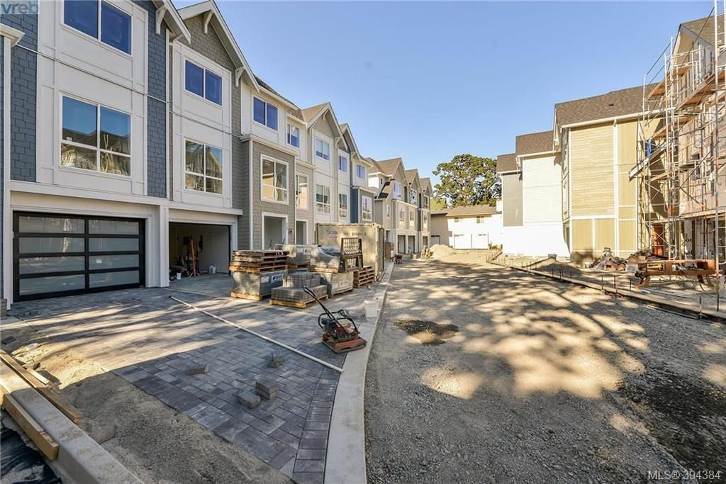 Main Photo: 12 1032 Cloverdale Ave in VICTORIA: SE Quadra Row/Townhouse for sale (Saanich East)  : MLS®# 790565