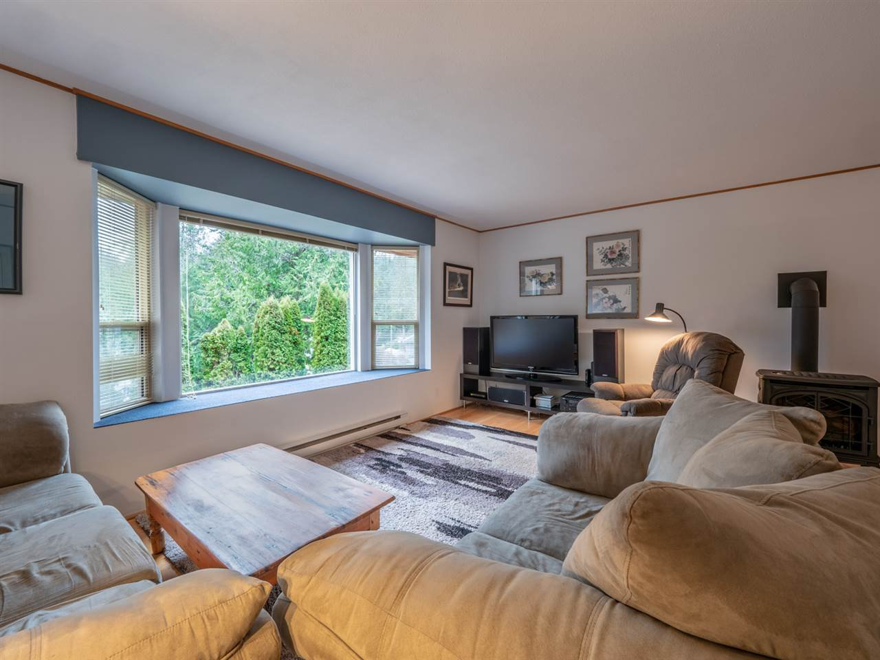 Photo 3: Photos: 12674 MERRILL Crescent in Pender Harbour: Pender Harbour Egmont House for sale (Sunshine Coast)  : MLS®# R2337589