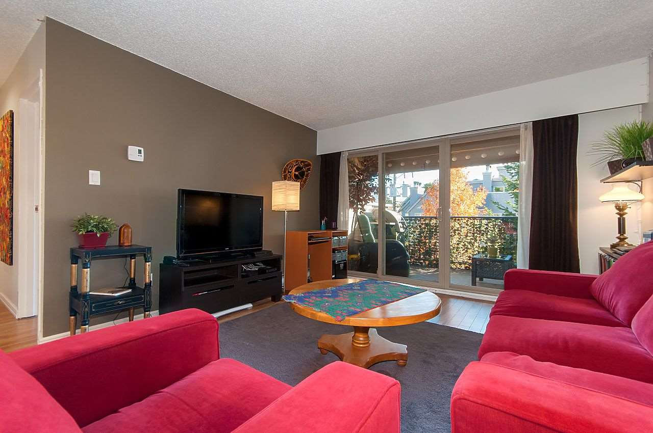"""Photo 9: Photos: 301 1260 W 10TH Avenue in Vancouver: Fairview VW Condo for sale in """"LABELLE COURT"""" (Vancouver West)  : MLS®# R2357702"""