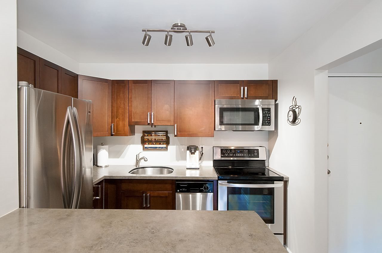 """Photo 2: Photos: 301 1260 W 10TH Avenue in Vancouver: Fairview VW Condo for sale in """"LABELLE COURT"""" (Vancouver West)  : MLS®# R2357702"""