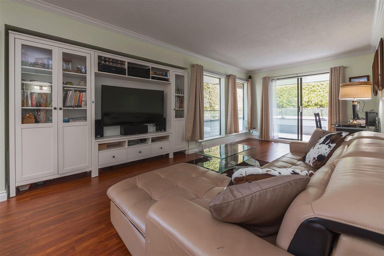 "Main Photo: 104 1341 GEORGE Street: White Rock Condo for sale in ""Oceanview"" (South Surrey White Rock)  : MLS®# R2372643"