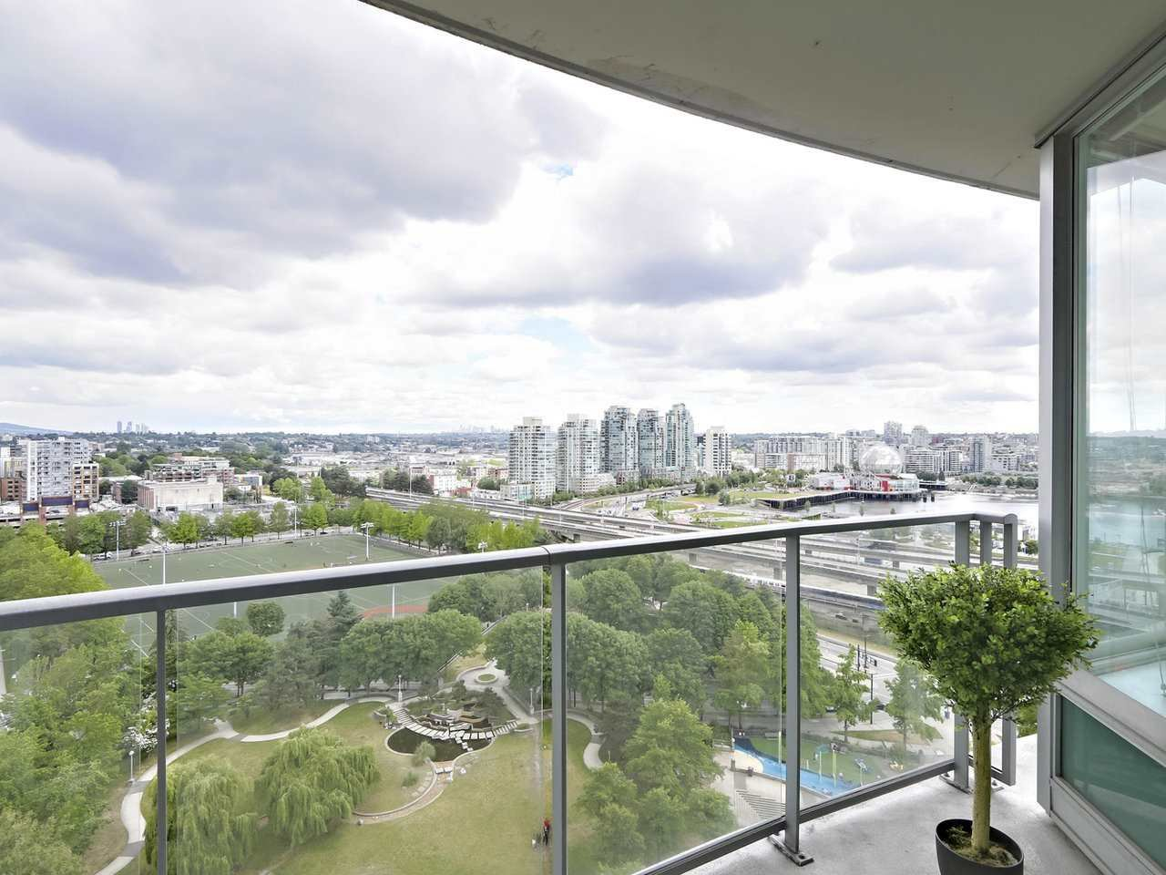 "Main Photo: 2108 58 KEEFER Place in Vancouver: Downtown VW Condo for sale in ""Firenze"" (Vancouver West)  : MLS®# R2379212"