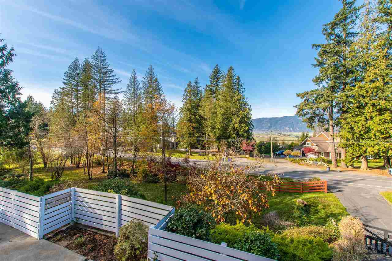 Photo 2: Photos: 41780 MAJUBA HILL Road in Yarrow: Majuba Hill House for sale : MLS®# R2422343