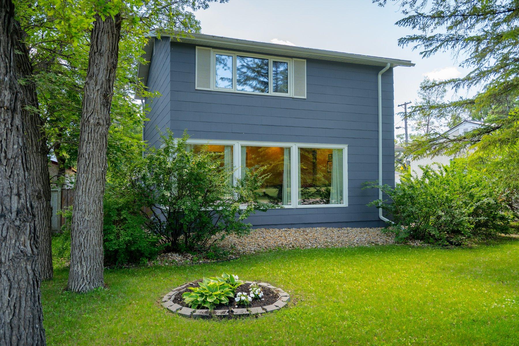 Main Photo: 534 Oakenwald Avenue in Winnipeg: Wildwood House for sale (1J)  : MLS®# 1918942