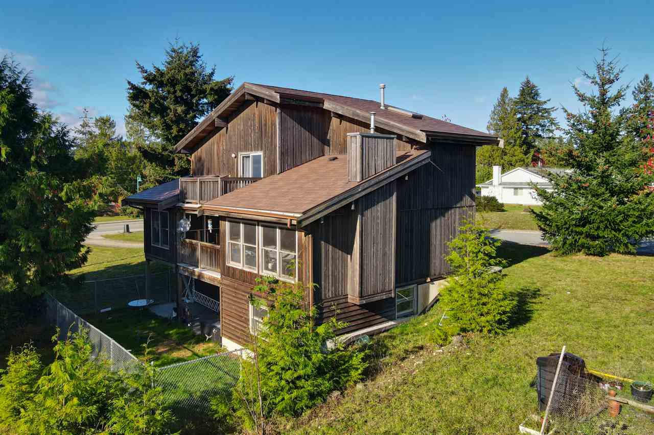 "Main Photo: 5650 NICKERSON Road in Sechelt: Sechelt District House for sale in ""WEST SECHELT"" (Sunshine Coast)  : MLS®# R2514625"