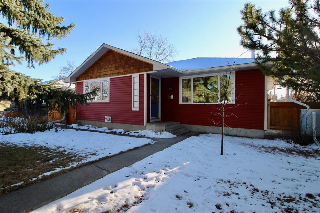 Main Photo: 915 40 Avenue NW in Calgary: Cambrian Heights Detached for sale : MLS®# A1050845