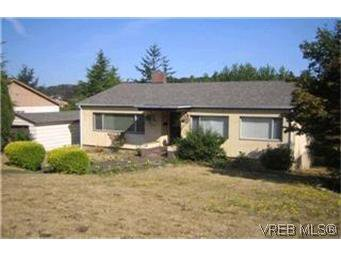 Main Photo: 990 Lodge Avenue in VICTORIA: SE Quadra Residential for sale (Saanich East)  : MLS®# 219456