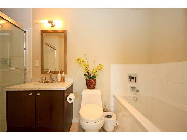 "Photo 11: Photos: 2705 2982 BURLINGTON Drive in Coquitlam: North Coquitlam Condo for sale in ""EDGEMONT"" : MLS®# V1111354"