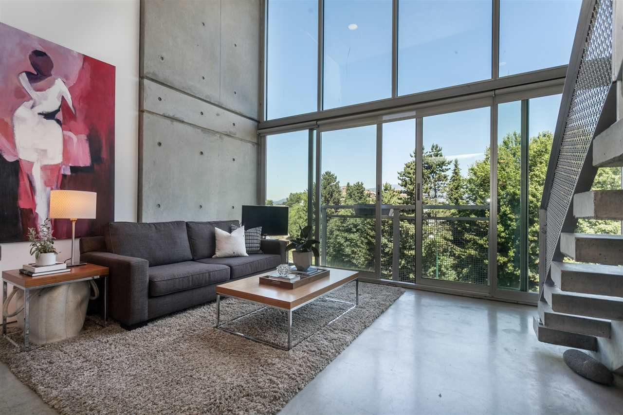 """Main Photo: 512 1540 W 2ND Avenue in Vancouver: False Creek Condo for sale in """"WATERFALL BUILDING BY ARTHER ERI"""" (Vancouver West)  : MLS®# R2186544"""
