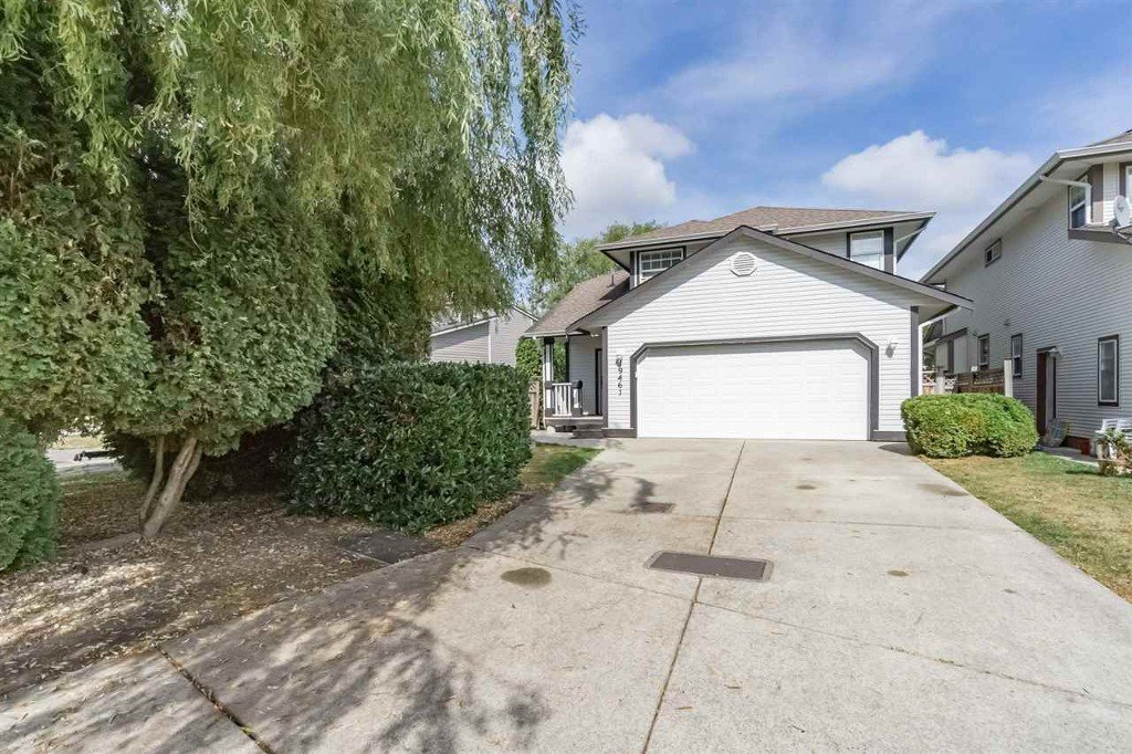 Main Photo: 19461 62 Avenue in Cloverdale: Cloverdale BC House for sale : MLS®# R2208641
