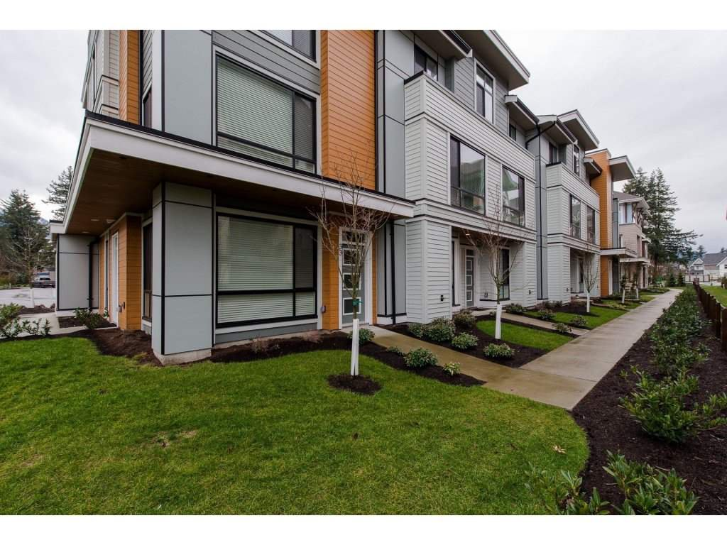 """Photo 1: Photos: 35 45615 TAMIHI Way in Sardis: Vedder S Watson-Promontory Townhouse for sale in """"EDGEMONT TOWNHOMES"""" : MLS®# R2243809"""