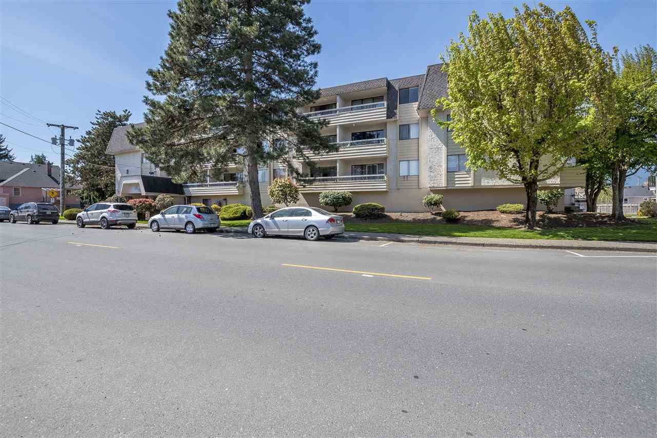 Main Photo: 208 9477 COOK Street in Chilliwack: Chilliwack N Yale-Well Condo for sale : MLS®# R2261465