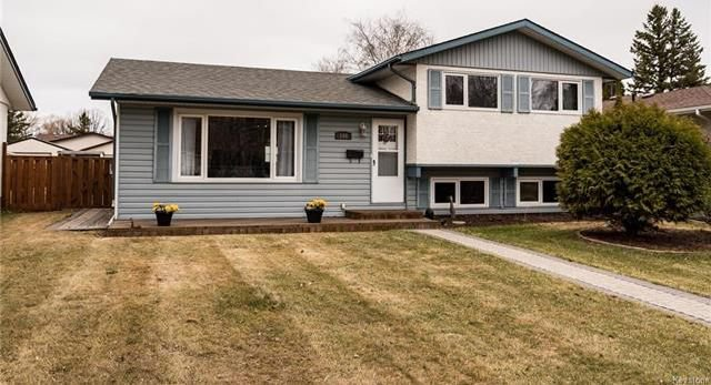Main Photo: 148 Risbey Crescent in Winnipeg: Crestview Residential for sale (5H)  : MLS®# 1810954