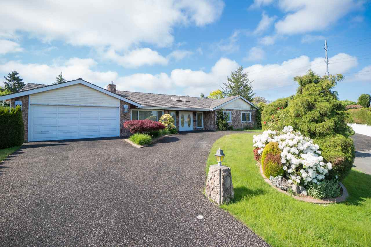 Main Photo: 5438 CANDLEWYCK Wynd in Tsawwassen: Cliff Drive House for sale : MLS®# R2270166