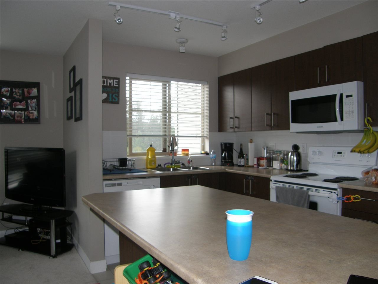 "Photo 5: Photos: 312 45559 YALE Road in Chilliwack: Chilliwack W Young-Well Condo for sale in ""VIBE CONDOS"" : MLS®# R2279002"
