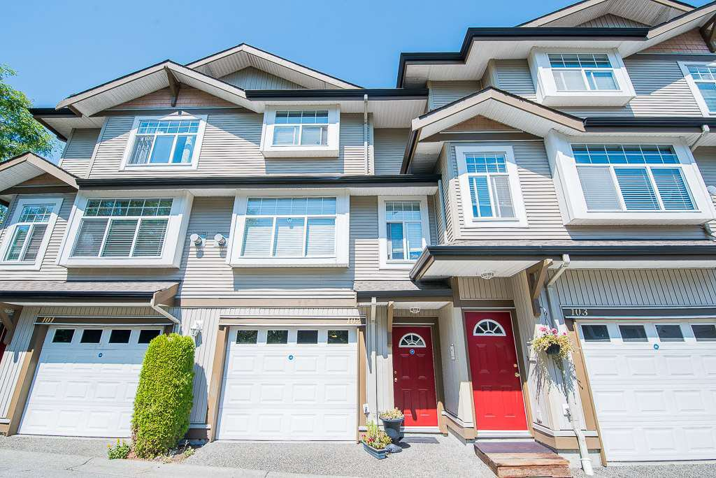 Main Photo: 102 9580 PRINCE CHARLES Boulevard in Surrey: Queen Mary Park Surrey Townhouse for sale : MLS®# R2295935