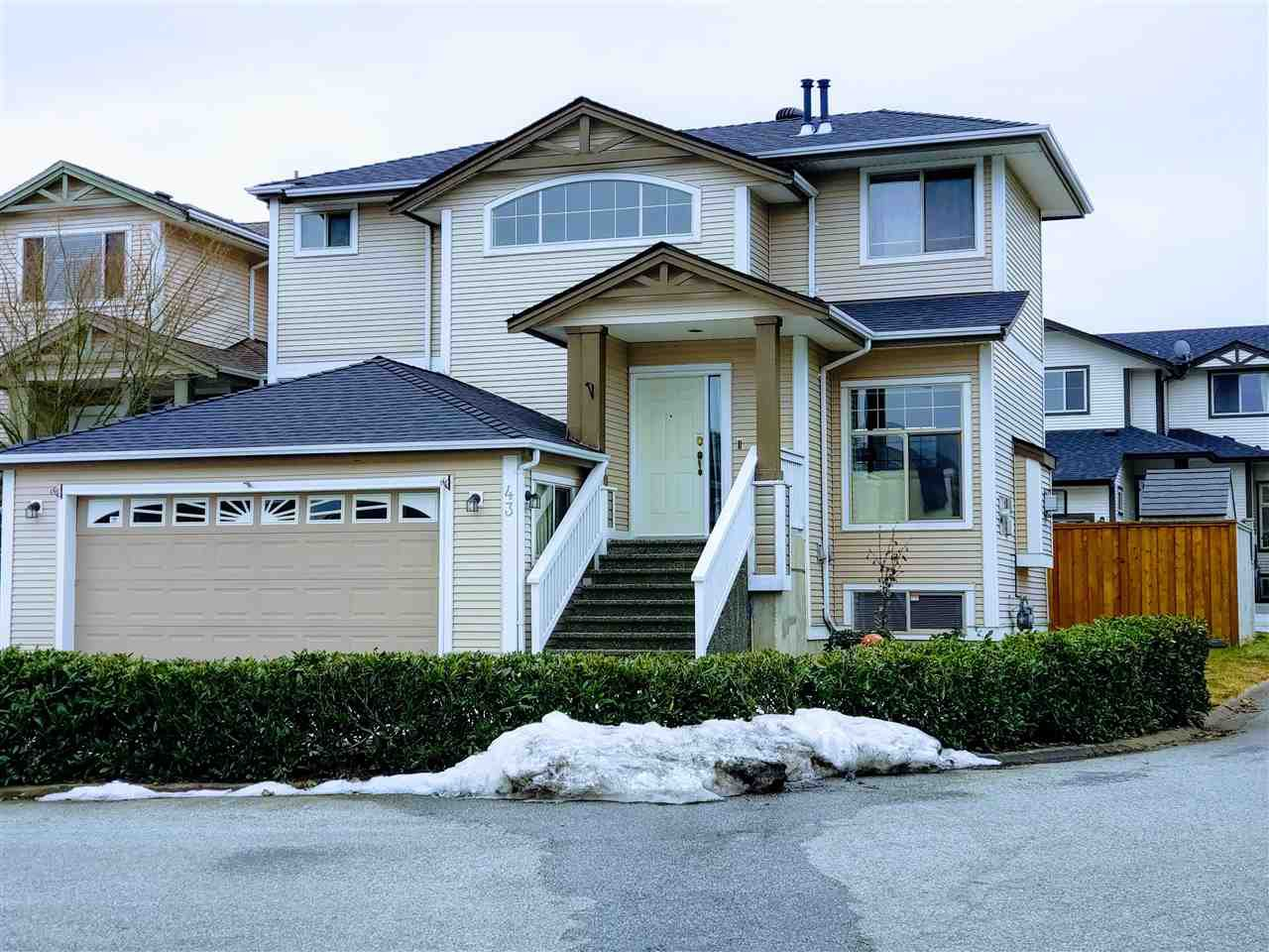 "Main Photo: 43 8675 209 Street in Langley: Walnut Grove House for sale in ""Sycamores"" : MLS®# R2347304"