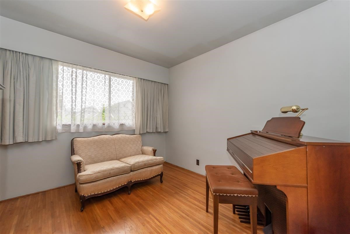 Photo 10: Photos: 2135 E 2ND Avenue in Vancouver: Grandview Woodland House for sale (Vancouver East)  : MLS®# R2385664