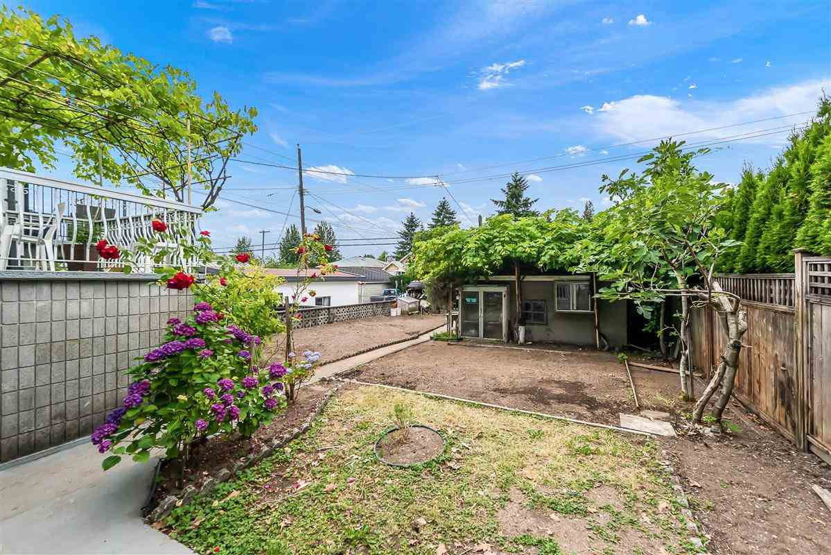 Photo 19: Photos: 2135 E 2ND Avenue in Vancouver: Grandview Woodland House for sale (Vancouver East)  : MLS®# R2385664