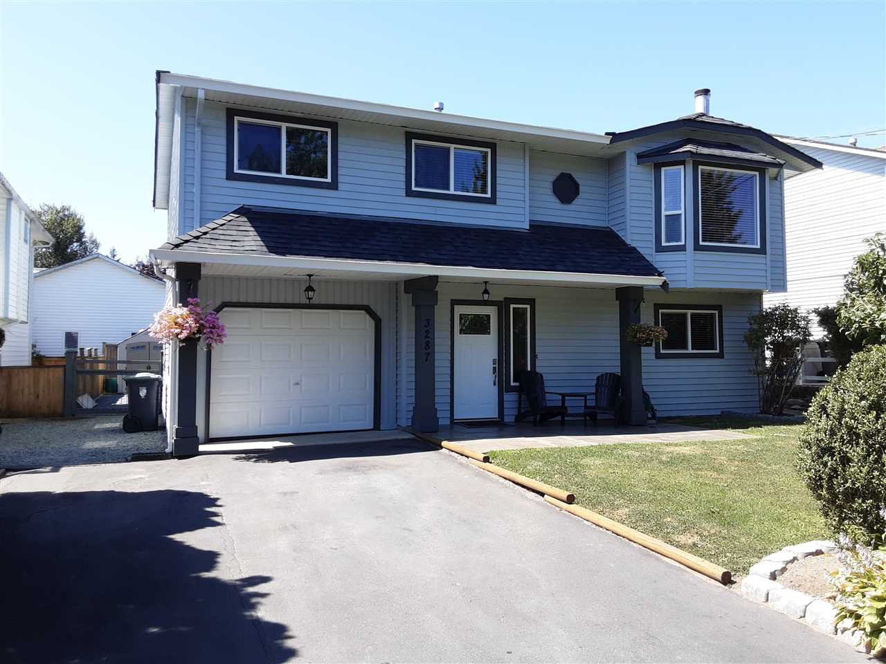 Photo 2: Photos: 3287 274 Street in Langley: Aldergrove Langley House for sale : MLS®# R2484329