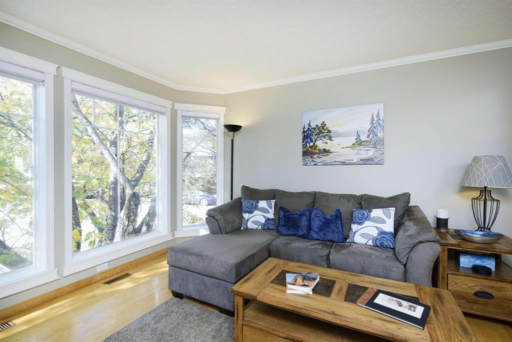 Photo 7: Photos: 51 38A Avenue SW in Calgary: Parkhill Row/Townhouse for sale : MLS®# A1043066