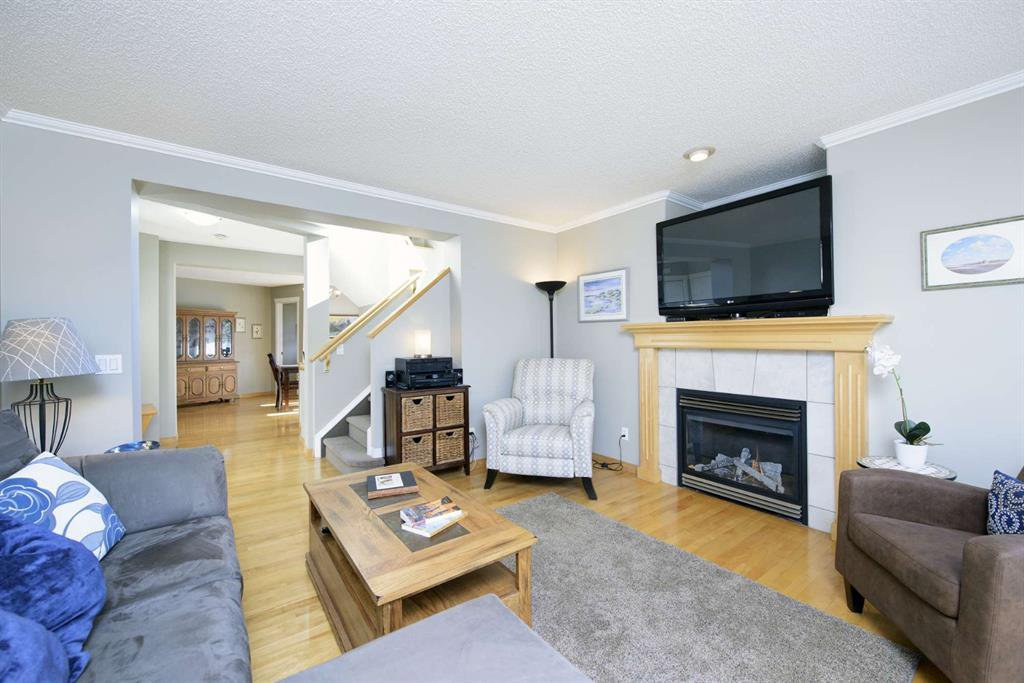 Photo 11: Photos: 51 38A Avenue SW in Calgary: Parkhill Row/Townhouse for sale : MLS®# A1043066