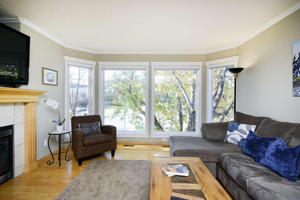 Photo 6: Photos: 51 38A Avenue SW in Calgary: Parkhill Row/Townhouse for sale : MLS®# A1043066