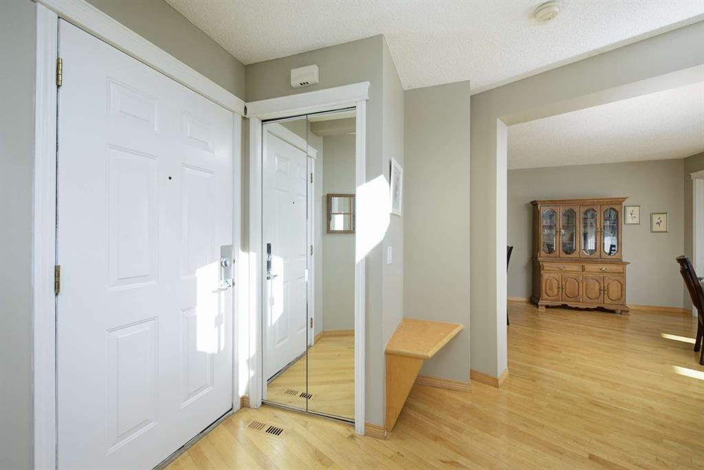 Photo 12: Photos: 51 38A Avenue SW in Calgary: Parkhill Row/Townhouse for sale : MLS®# A1043066