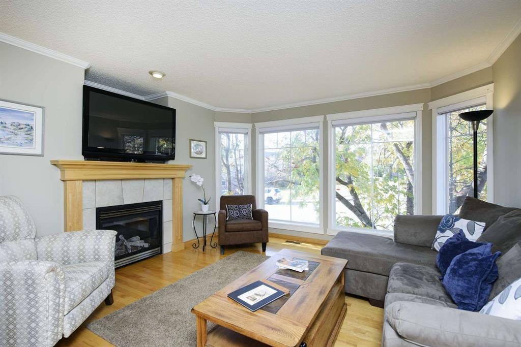 Photo 5: Photos: 51 38A Avenue SW in Calgary: Parkhill Row/Townhouse for sale : MLS®# A1043066