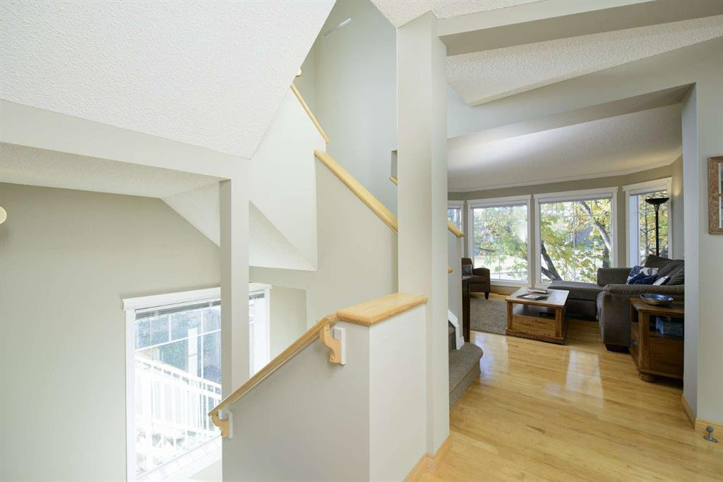 Photo 13: Photos: 51 38A Avenue SW in Calgary: Parkhill Row/Townhouse for sale : MLS®# A1043066