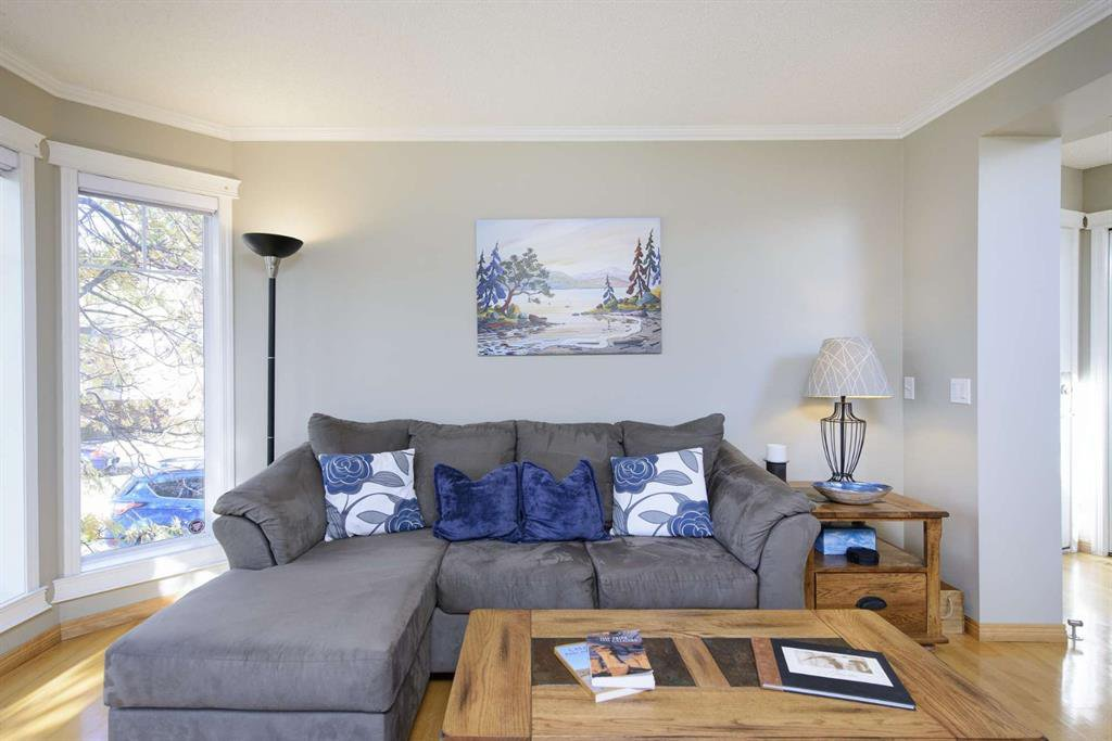 Photo 8: Photos: 51 38A Avenue SW in Calgary: Parkhill Row/Townhouse for sale : MLS®# A1043066
