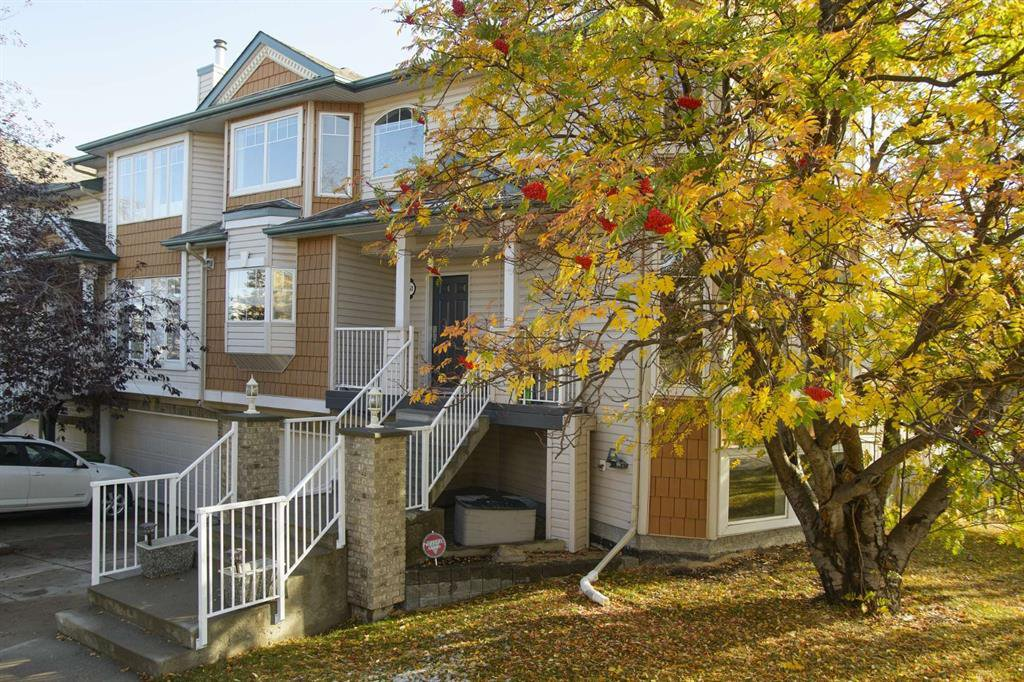 Photo 2: Photos: 51 38A Avenue SW in Calgary: Parkhill Row/Townhouse for sale : MLS®# A1043066