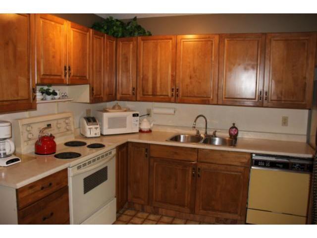 Photo 4: Photos: 100 Trowbridge Bay in WINNIPEG: St Vital Residential for sale (South East Winnipeg)  : MLS®# 1218841
