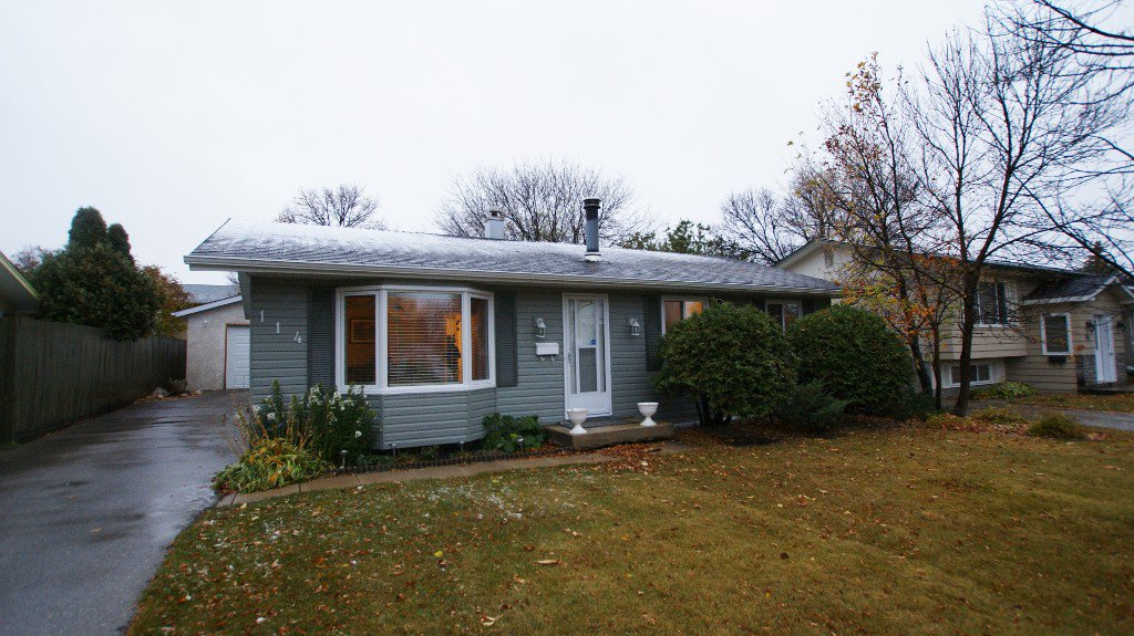 Main Photo: 114 Pembridge Bay in Winnipeg: St Vital Residential for sale (South East Winnipeg)  : MLS®# 1220901