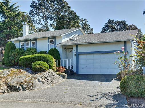 Main Photo: 1213 Cumberland Court in VICTORIA: SE Lake Hill Residential for sale (Saanich East)  : MLS®# 314956
