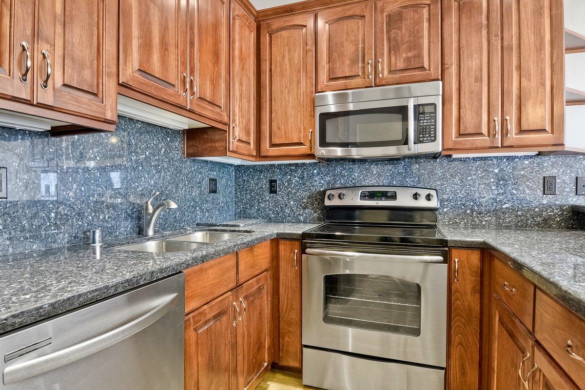 Photo 15: Photos: PACIFIC BEACH Condo for sale : 2 bedrooms : 4465 Ocean #34 in San Diego