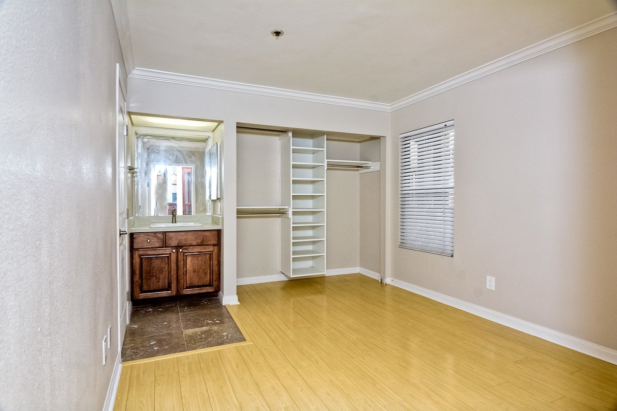 Photo 22: Photos: PACIFIC BEACH Condo for sale : 2 bedrooms : 4465 Ocean #34 in San Diego