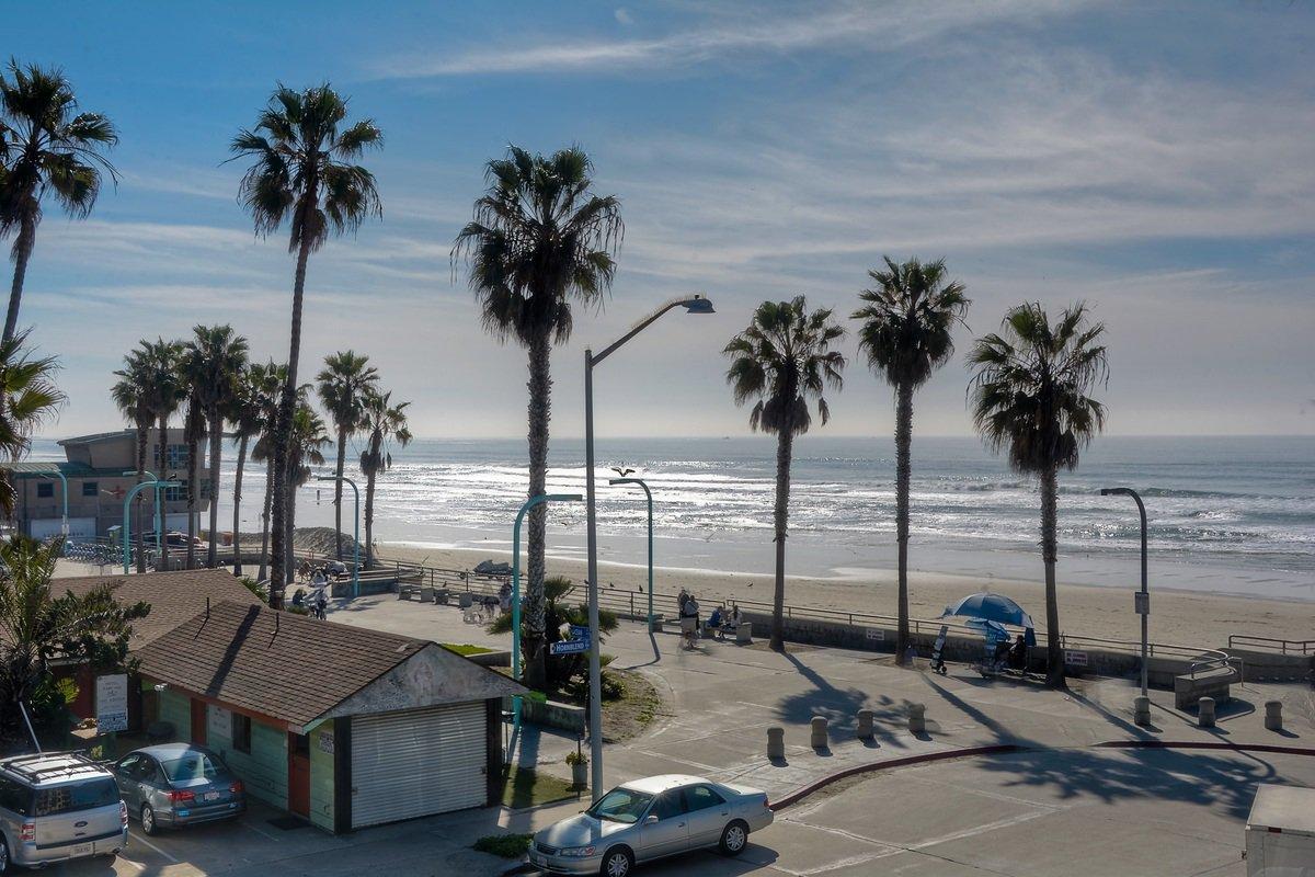 Photo 7: Photos: PACIFIC BEACH Condo for sale : 2 bedrooms : 4465 Ocean #34 in San Diego